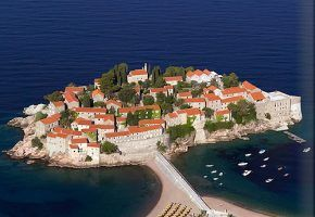 Aman Sveti Stefan – by L´Concierge