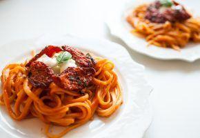 Culinária: massa com confit de tomate